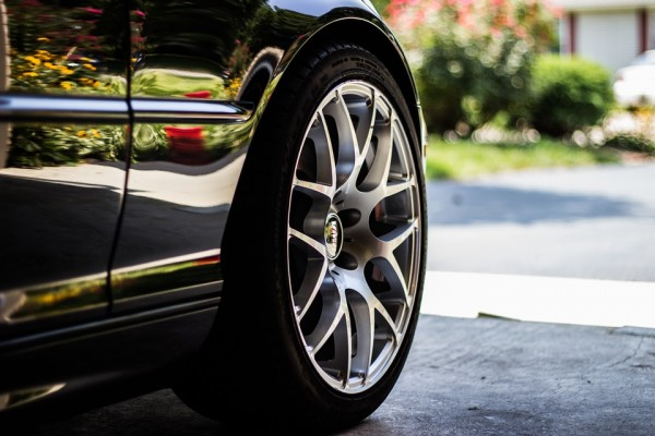 Comment louer une voiture et bien choisir les bons pneus ?